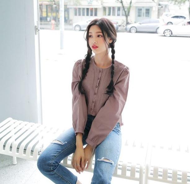 Cổ tròn ngây thơ - 36+ Kiểu áo sơ mi nữ dễ thương diện nơi công sở, đi học, đi làm...