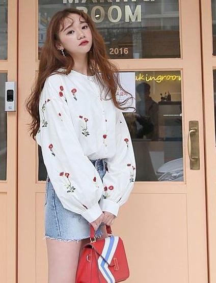 Họa tiết thêu - 36+ Kiểu áo sơ mi nữ dễ thương diện nơi công sở, đi học, đi làm...