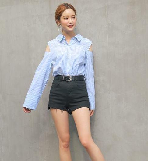 Dễ thương với những kiểu áo hở vai - 36+ Kiểu áo sơ mi nữ dễ thương diện nơi công sở, đi học, đi làm...
