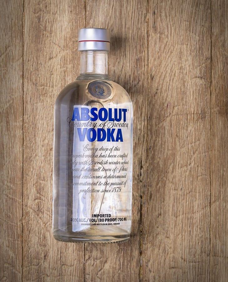 Mẹo tẩy trắng quần áo với rượu vodka