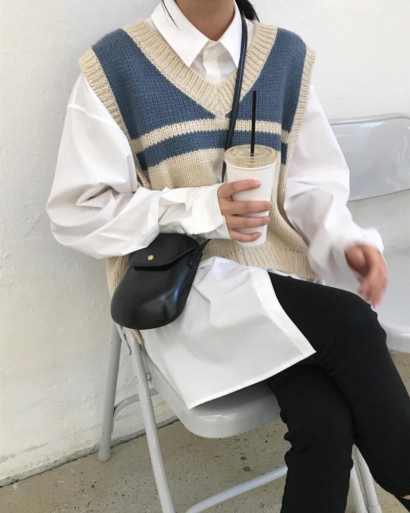 Áo sơ mi trắng + Áo gile len đi du lịch mùa đông - Ảnh 1