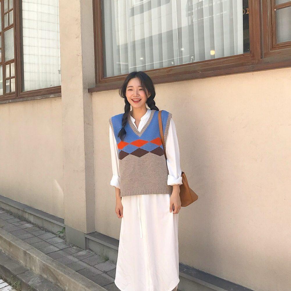 Áo sơ mi trắng + Áo gile len đi du lịch mùa đông - Ảnh 2
