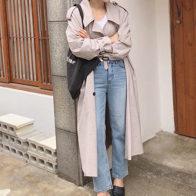 Áo trendcoat + Quần jeans đi du lịch mùa đông