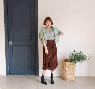 Nhẹ nhàng đơn giản nhưng vẫn rất trẻ trung xinh xắn cùng váy nhún nâu đất nha