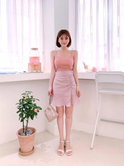 Áo hai dây gam màu hồng ngọt ngào mix chân váy đuôi cá rút eo tôn dáng