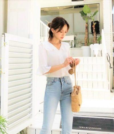 Mix áo cổ bèo cùng quần jean