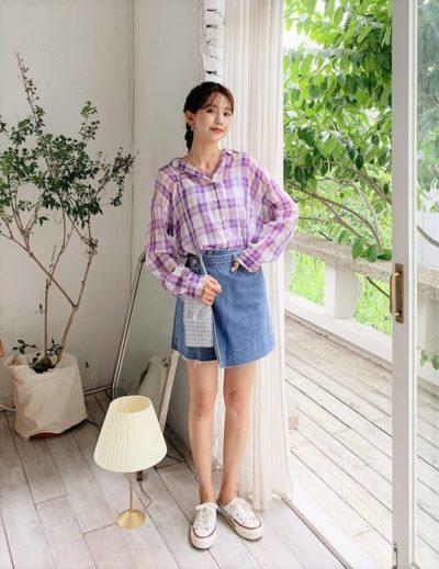 Mix áo sơ mi caro dài tay cùng chân váy jean