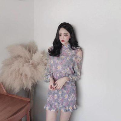 Đầm hoa cổ lọ tone tím nhạt khoét vai nhẹ nhàng dịu dàng