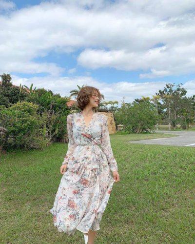 Đầm hoa cổ bắt chéo tay dài thật thơ mộng