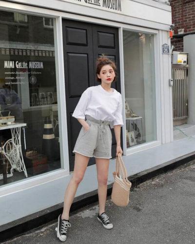 Short vải dây rút và áo phông đơn sắc đang là xu hướng thịnh hành, đơn giản mà vẫn cực chất