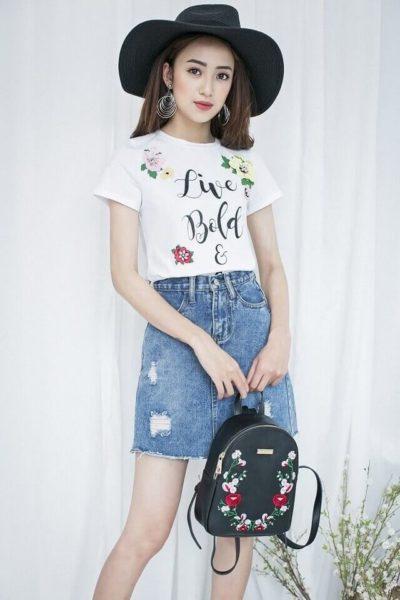 Chân váy Jean rách sáng màu mix với áo phông trắng - kiểu mix đơn giản mà lại trẻ trung - Ảnh 2