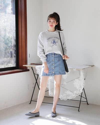Mix chân váy Jean với áo nỉ free size chuẩn phong cách Hàn đây rồi - Ảnh 2
