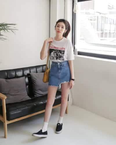 Chân váy Jean rách sáng màu mix với áo phông trắng - kiểu mix đơn giản mà lại trẻ trung - Ảnh 3