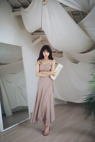Váy dây màu nâu cổ điển nhìn cực đẹp luôn nha