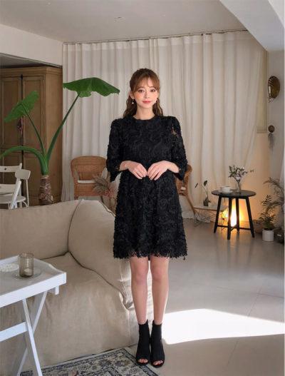 Trang phục tối màu, kiểu dáng trang nhã vừa che khuyết điểm cơ thể vừa giúp người mặc sang trọng hơn