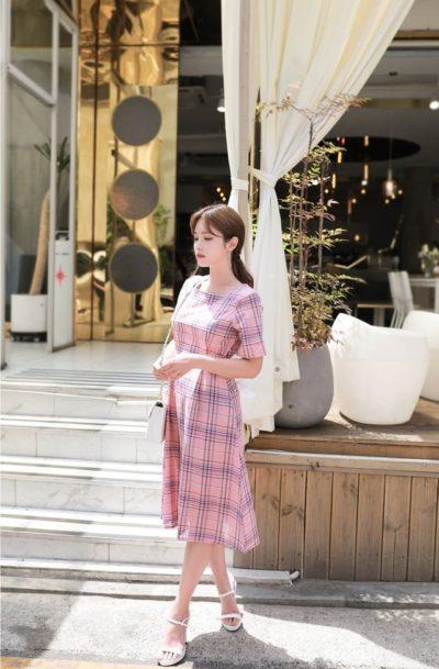 Váy caro hồng cổ vuông xinh quá luôn