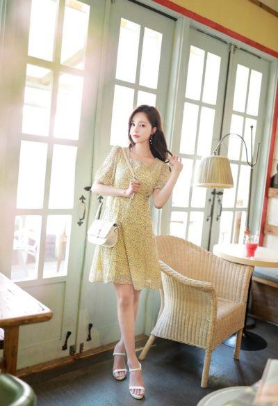 Váy hoa vàng nhỏ cổ vuông nữ tính