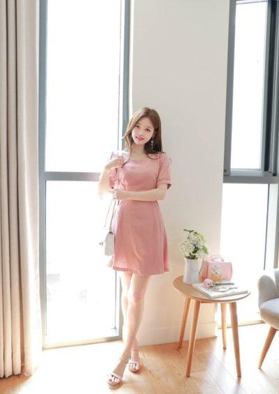 Váy hồng xòe đơn giản cổ vuông nữ tính