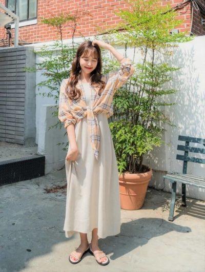 Diện váy đã xinh, tận dụng khoảng không của sơ mi oversize tạo hình lại còn xinh hơn