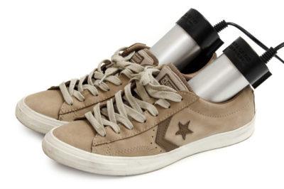 Làm khô giày từ máy sấy - Bỏ túi 5 mẹo làm giày mau khô siêu tốc dễ dàng