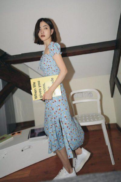 Không ngại nổi bật, các nàng có thể lựa chọn những mẫu váy tay bồng phủ họa tiết để tăng thêm sức hút cho vẻ ngoài.