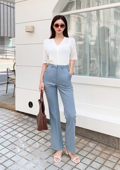 Các nàng có thể thỏa sức diện những thiết kế áo dài tay với chất liệu mỏng manh cùng quần ống đứng như thế này nha