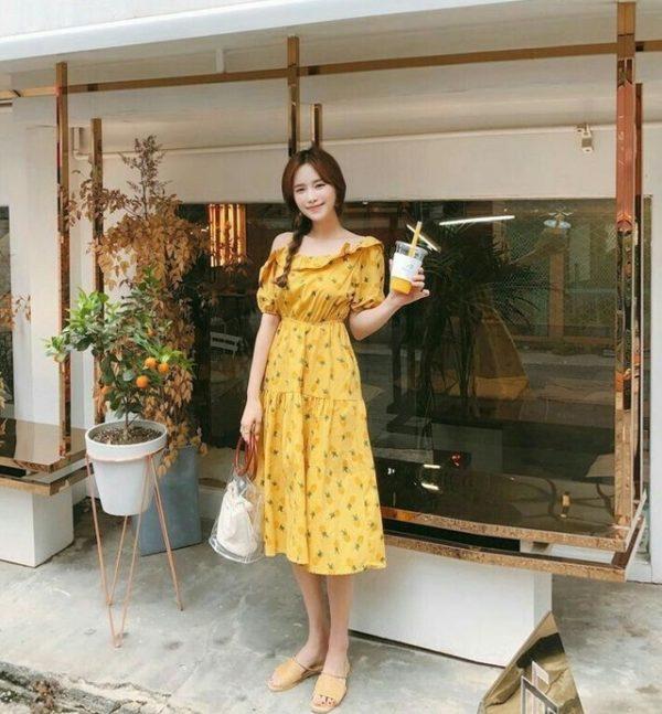 Đầm hoa lệch vai vàng tươi thật nữ tính đáng để yêu