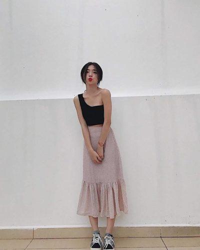 Croptop một dây và chân váy dài một style lạ mặt quá yêu kiều