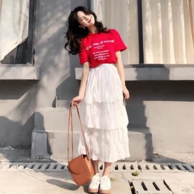 """ột trong số các phụ kiện thời trang phối cực """"ăn ý"""" với thun đỏ chính là một chiếc váy tần trắng tinh khôi đó"""
