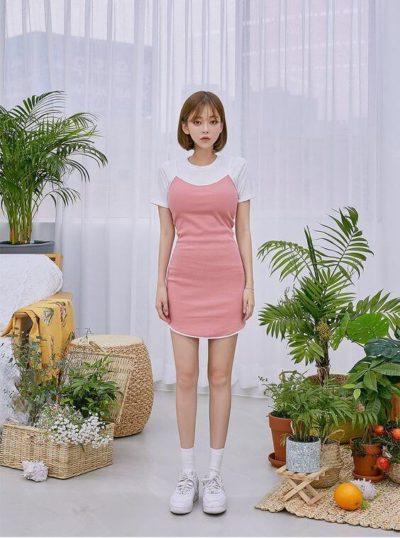 Diện áo thun kết hợp cùng váy dây hồng xinh lắm à nha