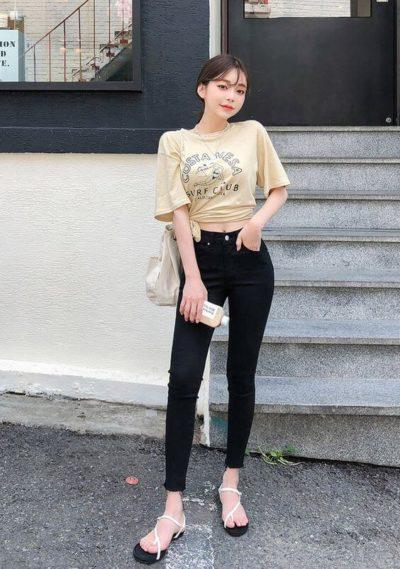 Hay chì cần tạo kiểu một chút với áo thun cùng Jeans cạp cao thôi mà xinh vậy đó