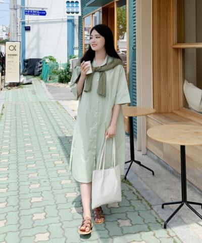 Váy sơ mi tone màu xanh nhạt đơn giản, nhẹ nhàng và xinh xắn