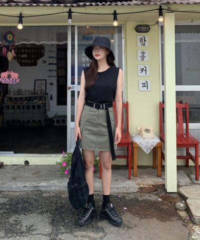 Cool ngầu với áo tank top mix chân váy chữ A cá tính