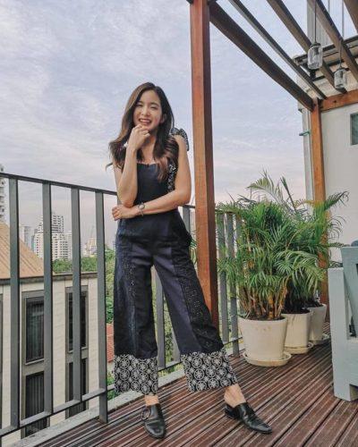 Jumpsuit quần ống rộng phối chất Jean với họa tiết rất style