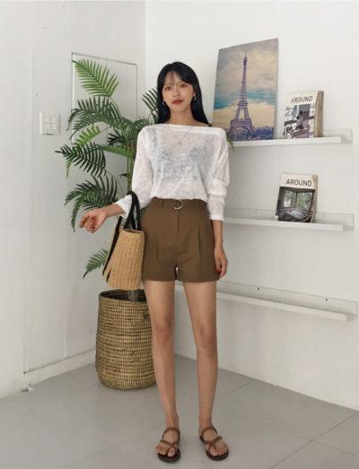 Diện áo trễ vai cùng quần short nữ cực phong cách