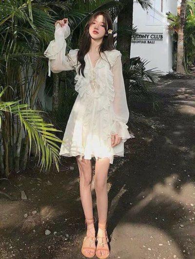Diện váy trắng voan nhìn xinh ơi là xinh luôn đó