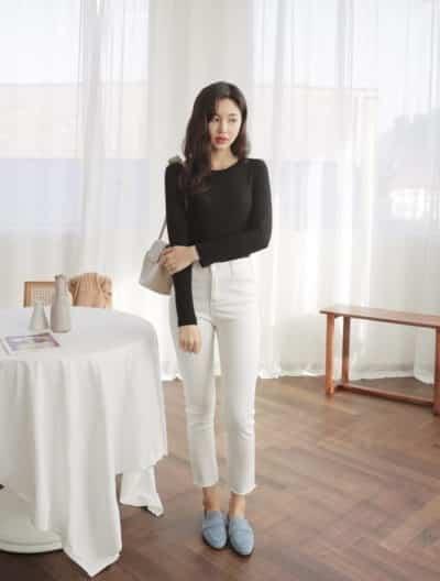 Những bạn gái có chiều cao lý tưởng có thể chọn những chiếc quần ôm mix cùng áo thun ôm