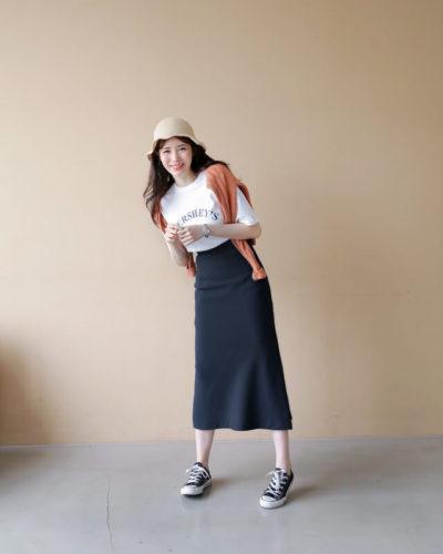 Thun trắng cùng chân váy dài cute xỉu