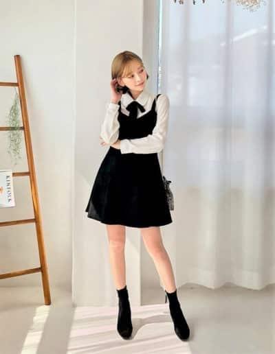 Một kiểu diện khác cùng sơ mi và váy yếm siêu xinh nè