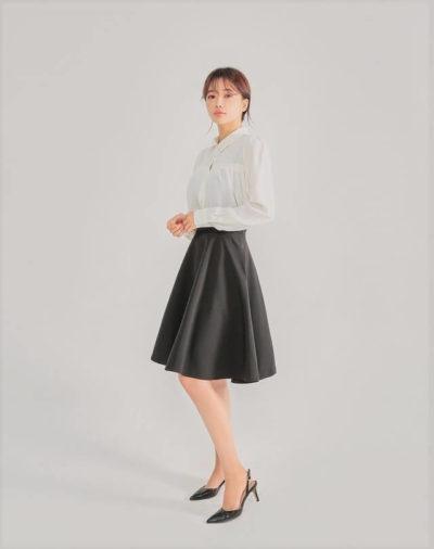Sơ mi trắng cùng chân váy xòe siêu đẹp cho nàng công sở