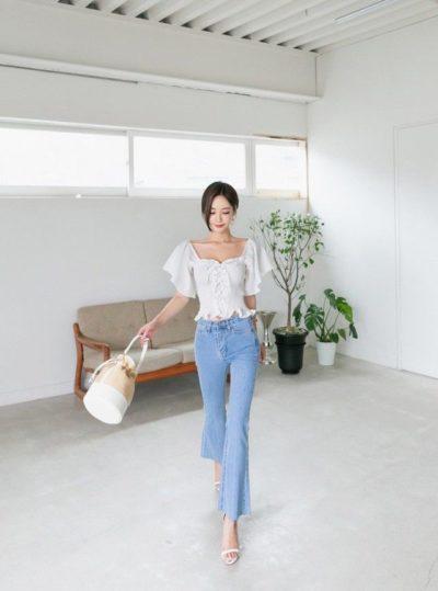 Áo blouse tay cánh tiên + Quần jeans