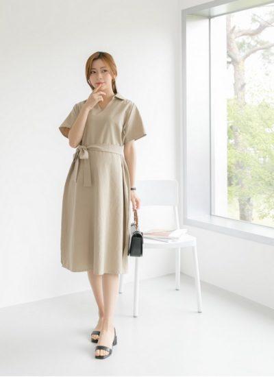 Váy liền với thiết kế nhấn trên eo giúp tạo nên đường cong vóc dáng cho các mẹ bầu.