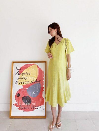 Váy suông nhấn đuôi cá trơn màu với các gam rực rỡ cũng là gợi ý hay ho dành cho các mẹ không ngại nổi bật.