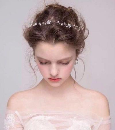 Cô dâu tóc ngắn ngang vai với tuyệt chiêu búi phồng tóc