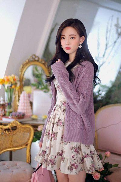 Phối áo len, áo nỉ với đầm voan xòe đuôi cá