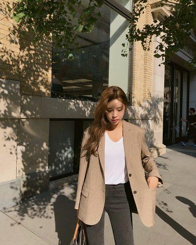 Áo phông + Áo khoác blazer + Quần jeans - Ảnh 1