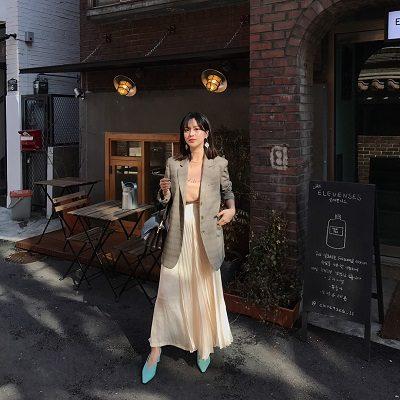 Mix blazer cùng chân váy midi - Ảnh 1