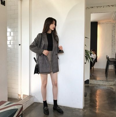 Áo phông + Áo khoác blazer nữ + Chân váy- Ảnh 1