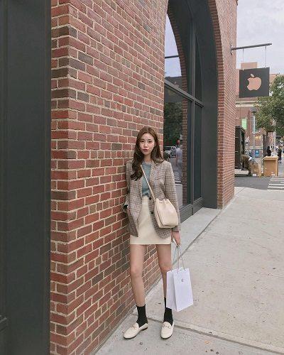 Áo phông + Áo khoác blazer nữ + Chân váy- Ảnh 2