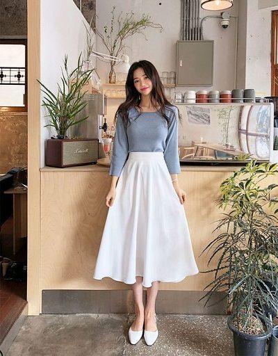 Áo phông tay lửng + Váy trắng xòe